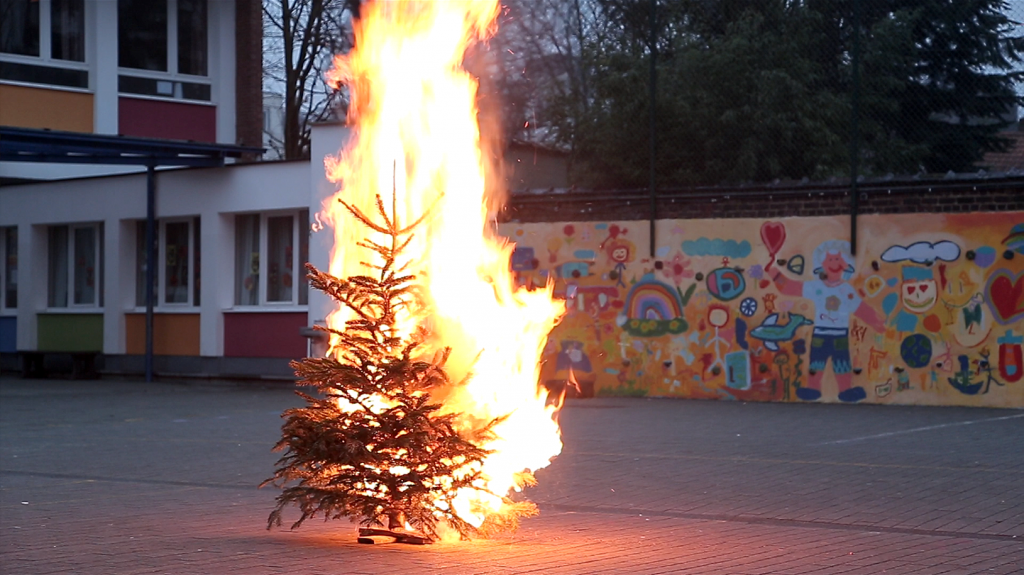 Burning-Memories---The-Christmas-Tree-1